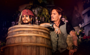 Johnny Depp testet Pirates of the Caribbean